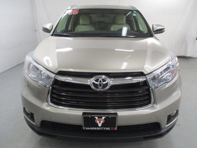Certified Pre Owned 2015 Toyota Highlander Xle V6 Suv In